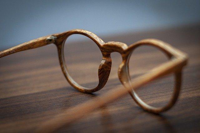 Les différents types de matériaux pour des montures de lunettes sur mesure
