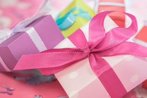 Opter pour un cadeau personnalisé pas cher pour se distinguer des autres