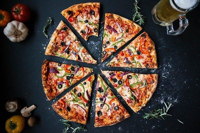 Le plaisir de savourer de la bonne pizza a Lausanne